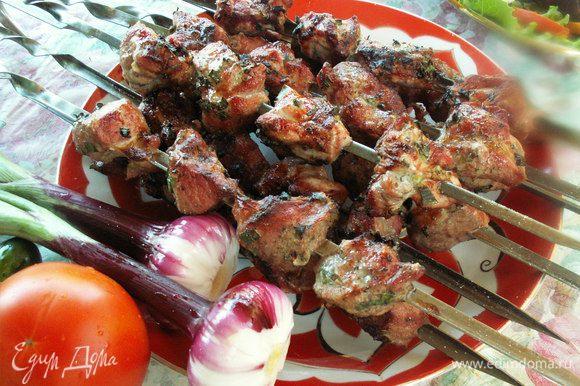А вот и замечательный шашлык, который я мариновала по рецепту Солохиhttp://www.edimdoma.ru/retsepty/56023-shashlyk-ot-nazima очень вкусно! Татьяна, большое спасибо!!!