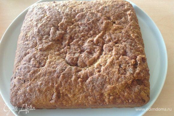 В этот раз пекла в квадратной форме.... пирог готов.... по быстрому можно просто Присыпать сахарной пудрой .... остудить и к столу...