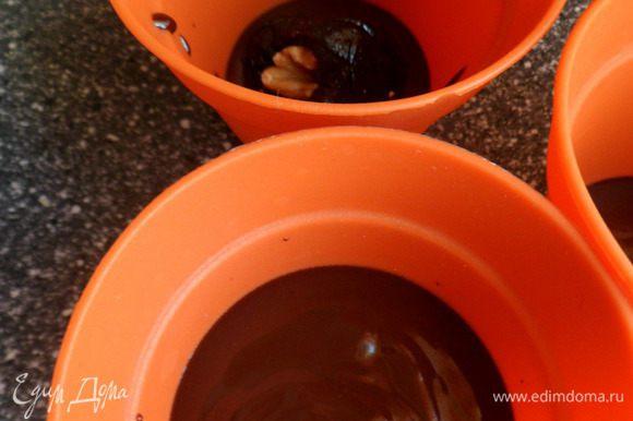 заливаем чернослив шоколадом