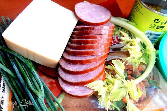 Начнём с колбаски...У меня почти ветчина,с 70% мяса.