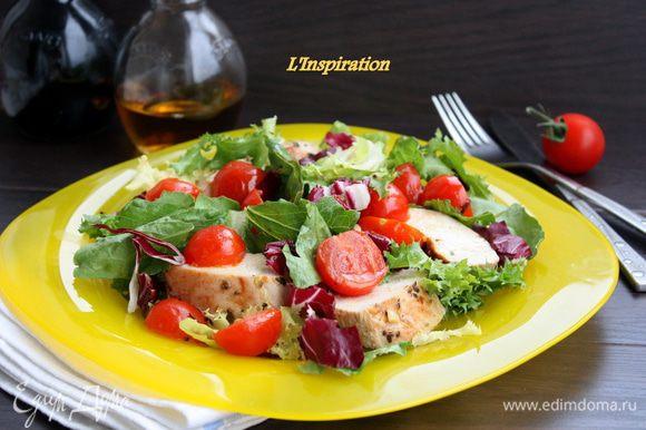 Выкладываем наш микс салатов на блюдо, добавляем остывшие и нарезанные на кусочки филе и помидоры черри. Делаем заправку: апельсиновый сок (свежевыжатый), оливковое масло.соль,перец.взбиваем все слегка венчиком и заправляем салат. Приятного аппетита!!!!