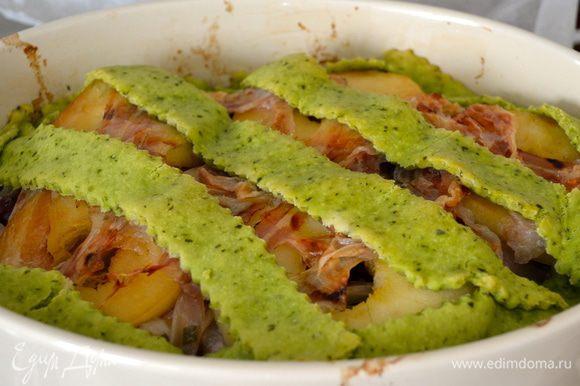 Готовому блюду дать немного постоять и подавать в горячем или теплом виде.