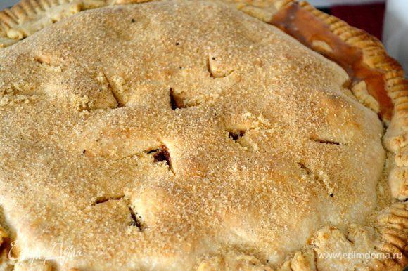 """Минут за 15 до окончания выпечки, присыпать поверхность пая 4 ст.л. ванильного сахара. Пирог готов, когда он приобрел золотистый цвет. Если начинка будет выходить за """"пределы"""" пирога, не пугайтесь! Так вполне может быть! ))) В этом случае, под форму с пирогом лучше постелить лист пекарской бумаги..."""