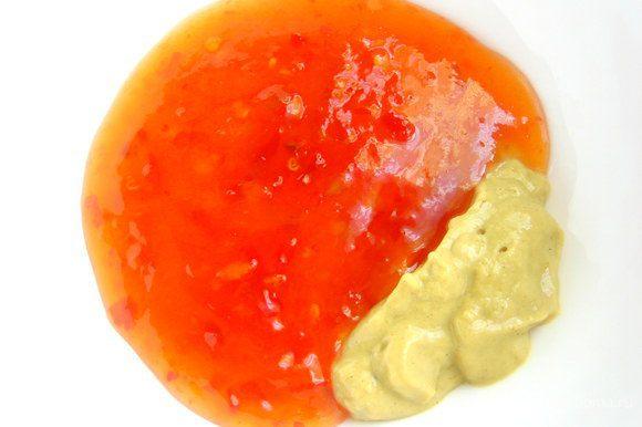 """В сладкий соус чили (покупной,в отделах восточной кухни) добавляем горчицу. В сладком чили видны """"живые"""" кусочки перца чили и он имеет полупрозрачную структуру, этим он отличается от привычных соусов..."""