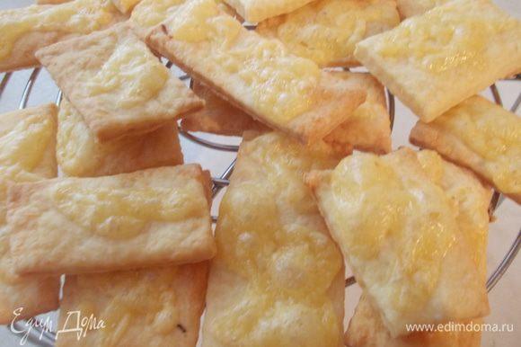 Хотела бы поблагодарить Лизу Пирогову, за рецептик чудесного сырного печенья)))www.edimdoma.ru/retsepty/55966/pechenie-s-syrom))) Очень вкусное, хрустящее и сырное печенько!!!!!