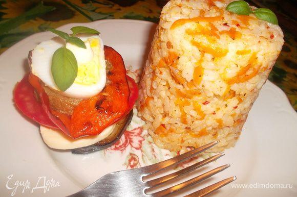 Подаем башенки с рисом, сервируя как нам нравится))) Приятного аппетита:-))
