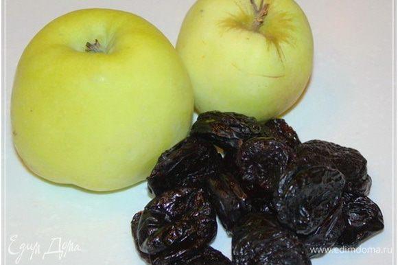 Основным компонентом начинки будут яблоки и чернослив. Яблоки, естественно антоновские. Хотя, скажу вам по секрету, эти яблоки из Орла. И все-таки для настоящей антоновки в них сладковатости чрезмерно. Наверное, гибрид какой-то. Хотя сочные, ароматные и довольно все-таки кислые.