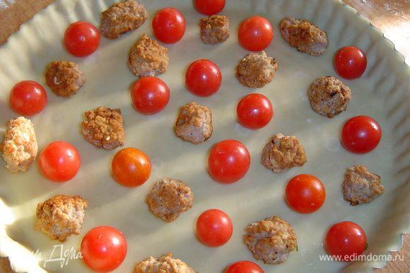 Чередуя с помидорами черри.