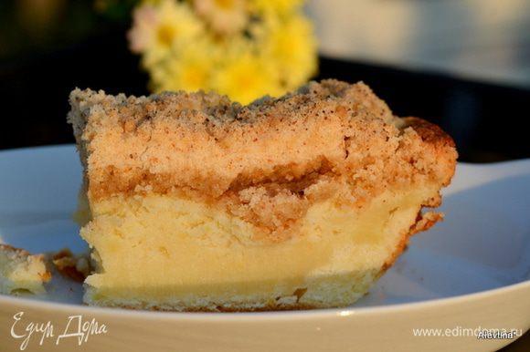 Готовый кекс достать из духовки дать остыть 1 час и разрезаем на порции. Посыпать сахарной пудрой по желанию. Приятного аппетита.