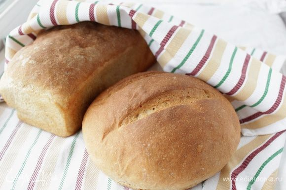 Заранее нагреть духовку до 230 градусов. Выпекать хлеб минут 30 или до зарумянивания. Если хлеб рано зарумянился, убавить температуру до 220. Очень вкусный и пористый хлеб.
