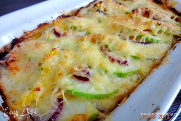 Готовую бабку вынуть, немного остудить и можно подавать. Очень хорошо с солеными огурчиками, но свежие овощи тоже хорошо дополняют блюдо.