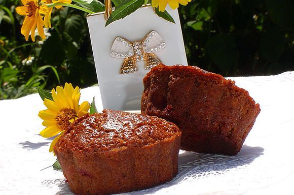 Вот и готовы ароматные, воздушные, шоколадно – малиновые маффины.