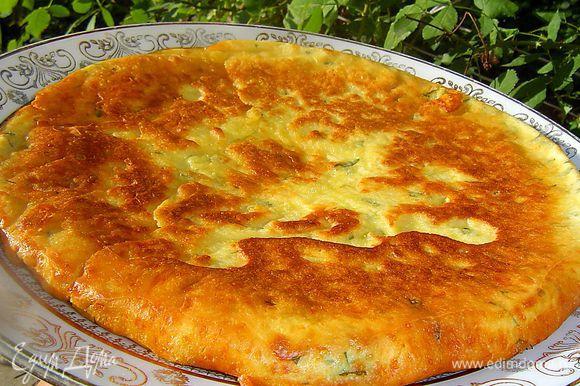 Вот и готова наша сырная, вкусная, ароматная лепешка.