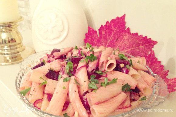 В глубокой миске перемешиваем все ингредиенты .....заправляем лимонным соком, бальзамиком, оливковым маслом солим по вкусу, перемешиваем....выкладываем на тарелку посыпаем базиликом, теплым падаем на стол... Bon Appetit!!!!!!!