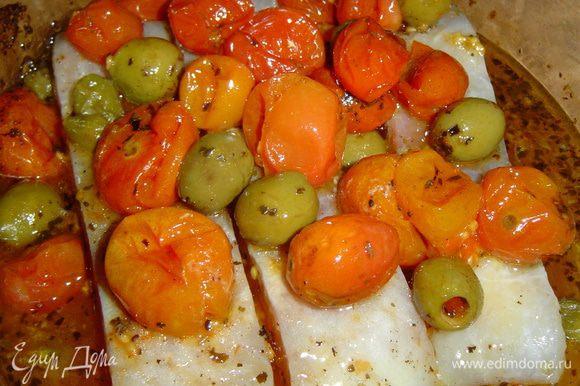 сверху ложкой кладем томатно-оливковую смесь.