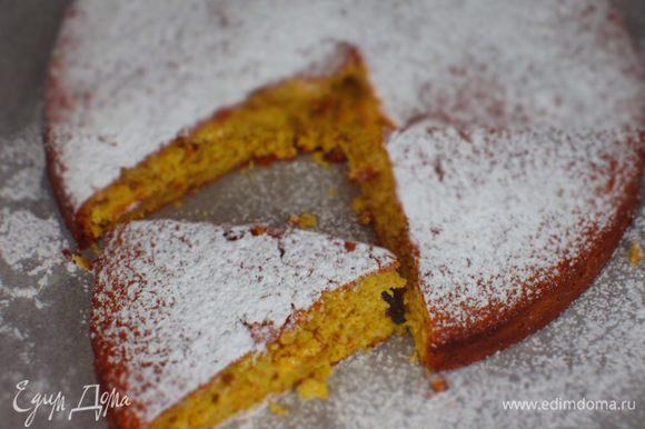 Пирог oстудить на решётке и посыпать сахарной пудрой. Приятного аппетита:)