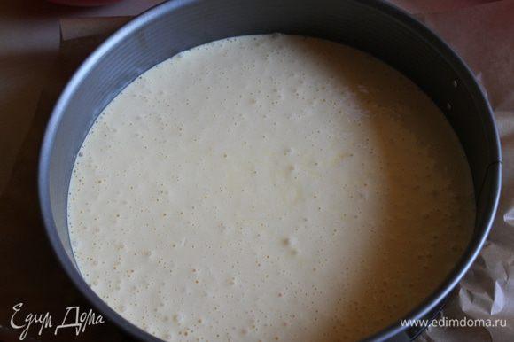 Делаем сначала белый корж. Взбиваем 3 яйца с сахаром (120) - 5 минут. Добавляем масло растительное (100 мл), не переставaя взбивать, далее добавляем 3 пакета пудинга ванильного, ванильный сахар 1 пак., 1 ч. л. разрыхлителя. Хорошо размешиваем, скорость убавляем. Выливаем все в подготовленную форму. У мeня 26 см. И ставим в разогретую духовку до 200 гр. На 25 минут примерно. Но смотрите по своей духовке, может быть, и 30 надо будет.