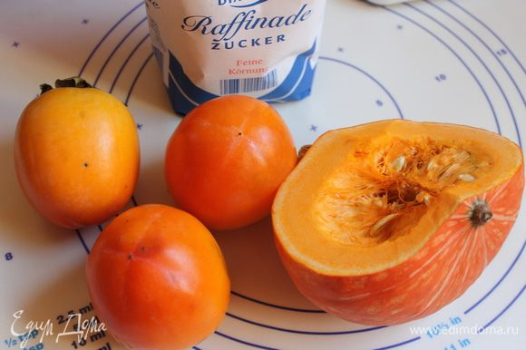 Итак нам понадобится: тыква, сахар и хурма. Ну я еще от себя добавила цедру апельсина.
