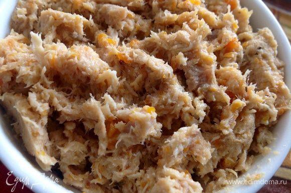 Морковь,чеснок и яблоки растолочь вилкой, лук мелко нарезать. Овощи добавить к мясу, добавить молотый черный перец и соль по вкусу. Развести оставшимся бульоном до нужной консистенции, перемешать. Переложить в керамическую форму или стеклянные банки, накрыть крышкой или пленкой, убрать в холодильник минимум на сутки. (Мы ели уже на завтрак, и было вкусно до НЕ МОГУ!!!:))