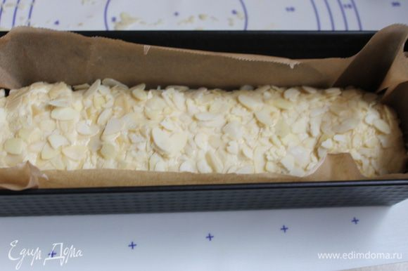 Хлеб кладем в форму застеленную бумагой. Накроем полотенцем и поставим на 30 минут для поднятия.Когда тесто увеличится вдвое ставим в духовку на 30 минут при 180 гр. Если верх будет подгорать, закроем его фольгой.
