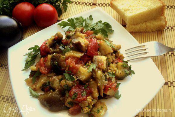 Посыпать семенами кориандра, поставить на 2 часа в холодильник и можно подавать на стол. Такой салат может храниться в холодильнике в течение нескольких дней. Со временем он даже становится вкуснее. Приятного аппетита!