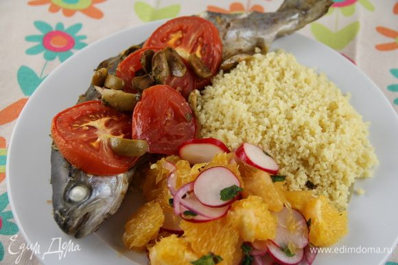 Подаем сразу же. У нас на гарнир был кускус и марроканский салат с апельсинами от Леночки Елениссимы - http://www.edimdoma.ru/retsepty/52651-marokkanskiy-salat. Приятного аппетита))