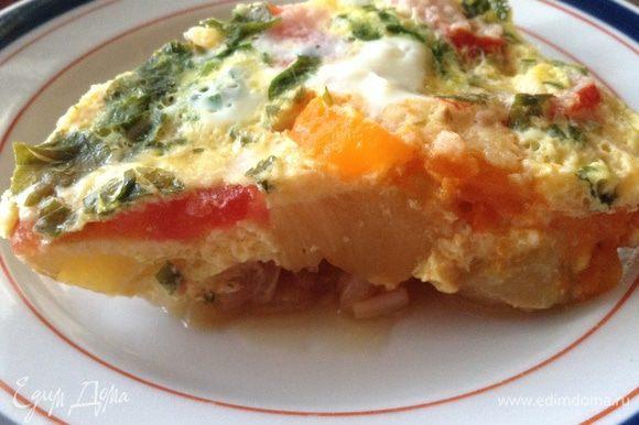 PS: Это блюдо можно приготовить и в два этапа - овощи потушить заранее, когда есть пара свободных минут, а яйцом залить незадолго до подачи на стол. И это вкусно и в горячем и в холодном виде!