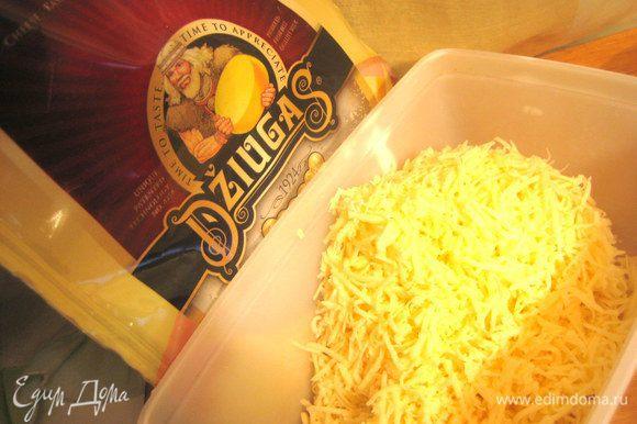 Отлично подойдёт тёртый сыр Джюгас!