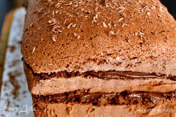 Готовый десерт убрать в холодильник минимум на полчаса. Перед подачей присыпать тертым шоколадом!