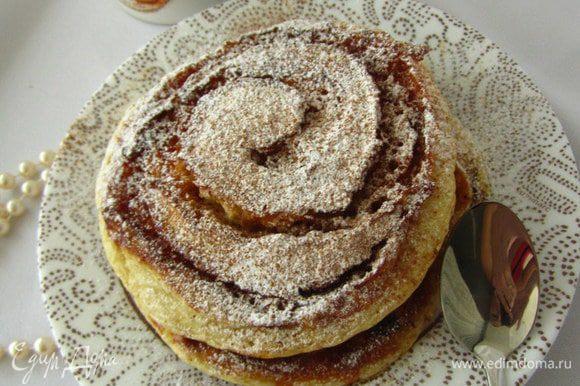 Подавать панкейки присыпать сахарной пудрой и корицей. Приятного Вам аппетита.)!