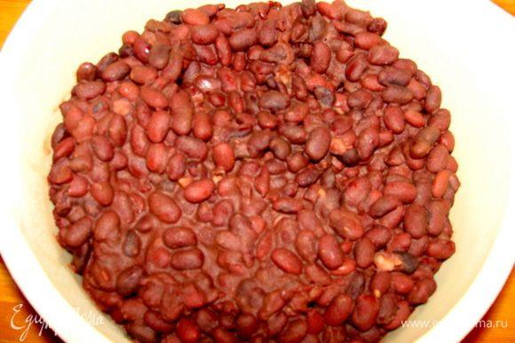 Фасоль отварить до готовности с солью.