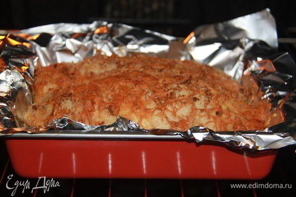 Выпекать при 190*С примерно 45-50 минут. После выпекания дать рулету настояться, чтобы мясо пропиталось соками.