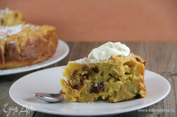 Джейми советует подавать этот замечательный пирог теплым с щедрой ложкой крем-фреша и десертным красным вином. В холодном виде он тоже очень хорош. Приятного аппетита))