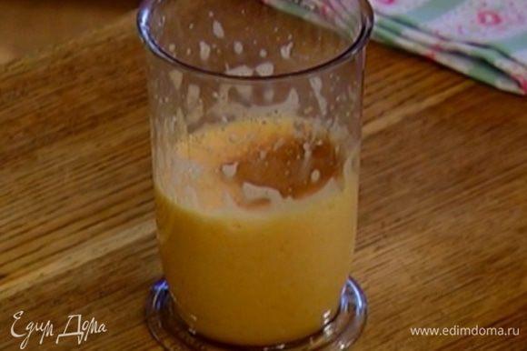 Яйца с сахаром взбить в пышную массу, добавить корицу и перемешать.