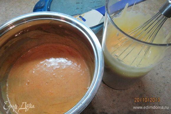 В облепиховое пюре влить сливки, коньяк (в оригинальном рецепте – куантро), добавить корицу и довести до кипения. Теперь делаем очень-очень маленький огонь и вводим взбитые добела желтки, помешиваем постоянно, чтобы желтки не свернулись! Варим крем до густоты 2 минуты. Охлаждаем. На готовый пирог выложить крем и посыпать его оставшимися орехами. И наслаждаться!