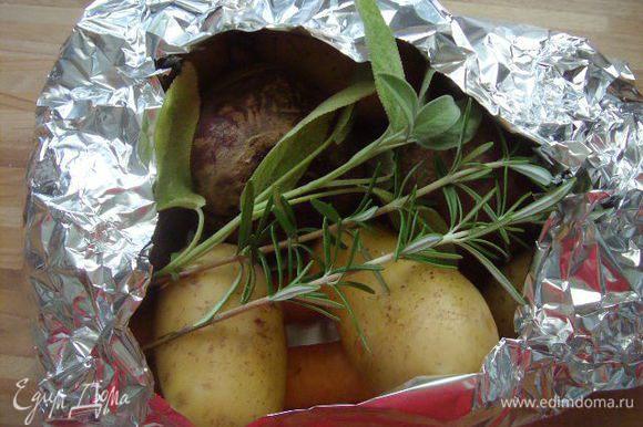 Овощи завернуть в фольгу и запечь в духовке, при температуре 180°C до готовности. В фольгу можно добавить травки. Также овощи можно отварить в пароварке.