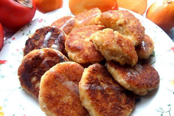 И хотя они не едят свежую хурму, в сырничках съели с превеликим удовольствием))) Хурма в таком виде очень напоминает нектарины или абрикосы...