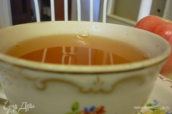 В фотосессии принимала участие бабушкина пара чайная, произведенная в ширпотреб в 50 х годах прошлого века.