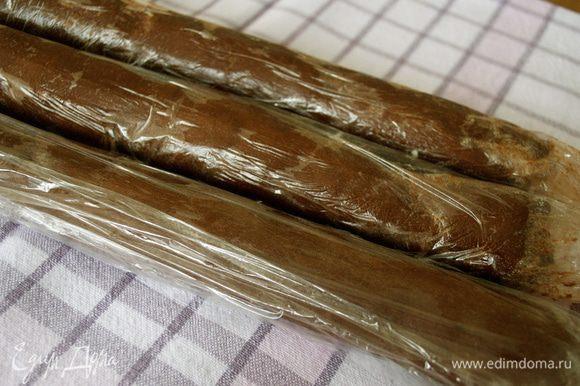 """У меня получилось примерно 600 г теста. Разделить тесто на три части (если делаете по полной норме продуктов, то на шесть частей, соответственно) и скатать три """"колбаски"""" (по 200 г) длиной около 40 см."""
