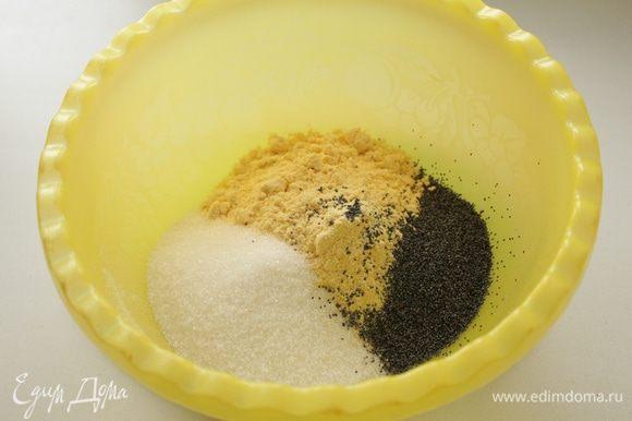 Кукурузную муку, мак и сахар залить кипятком и оставить на 15 мин.