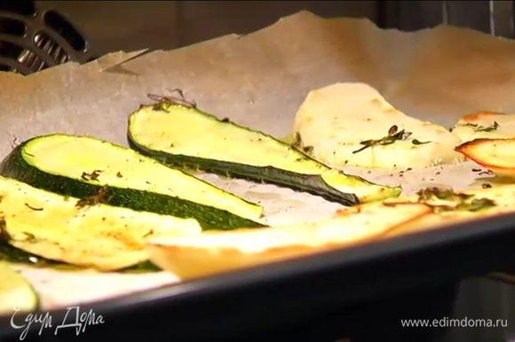 Отправить овощи под гриль и обжарить до золотистой корочки с каждой стороны.
