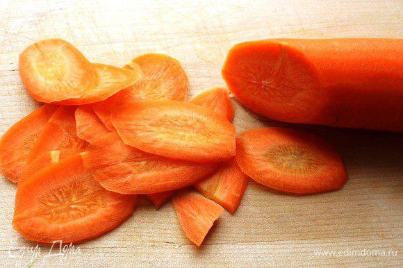Морковь нашинковать...