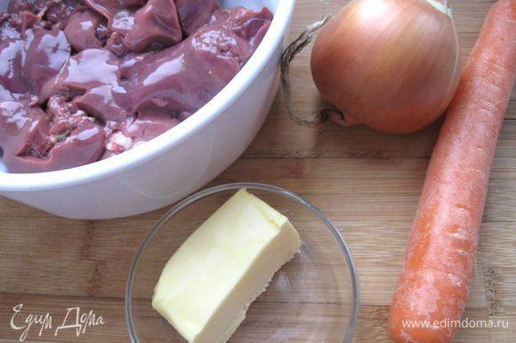 Морковь и лук почистить.