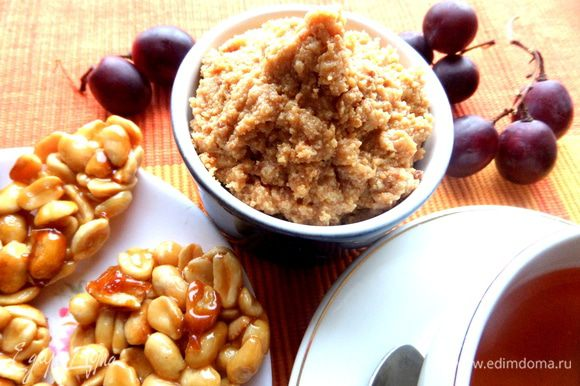 Можно просто пить зелёный чай вприкуску с такой вкусняшкой))) Рядом на блюдце у меня домашние козинаки,можно глянуть их тут: http://www.edimdoma.ru/retsepty/64838-kozinaki-iz-arahisa