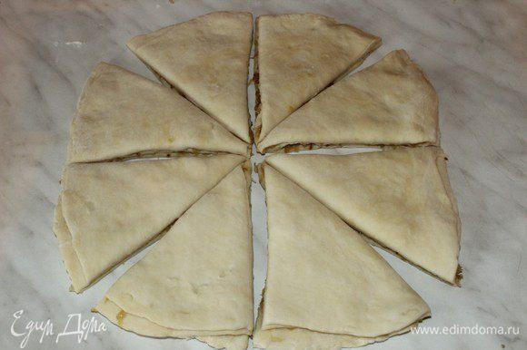Разрезать стопку коржей на 8 равных частей.