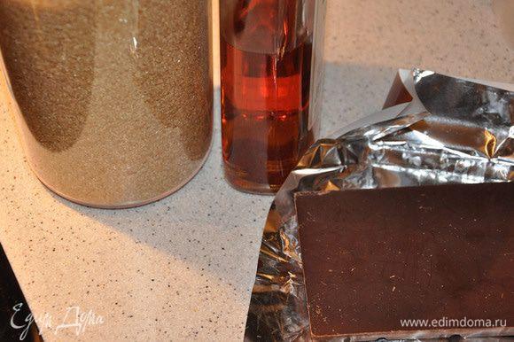 Поломать кусочками шоколад, бросить в молоко. Влить ром. После растворения шоколада- вытащить корицу. Разлить шоколад по чашкам и наслаждаться перед сном!