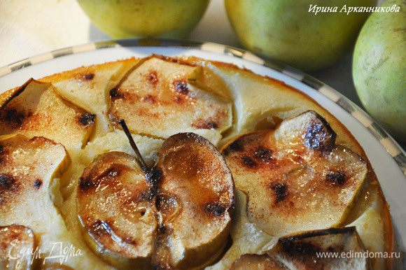 Запекать при 190 гр около 45 минут. За 10 минут до окончания (или как увидите, что яблоки начинают пересыхать) положить сверху по кусочку масла.