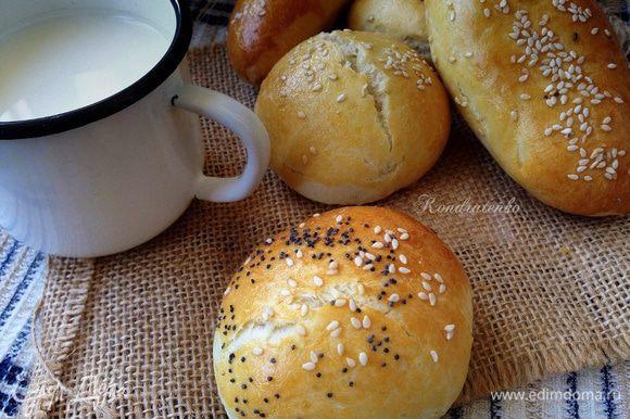 Пирожки подавать с чаем или молоком!Они вкусные как теплые,так и холодные.