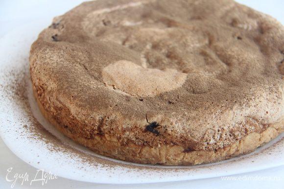 Выпекать при 160*С примерно 40 минут (ориентируйтесь по своей духовке!). Дать пирогу остыть. По желанию присыпать сверху молотой корицей.