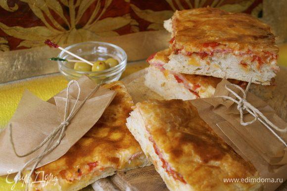Готовую пиццу нарезать и подавать!